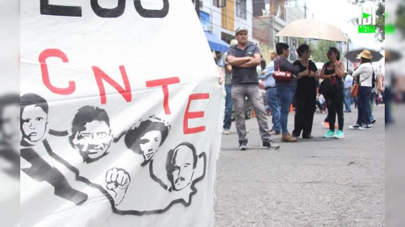 Enfrentamiento entre maestros de la CNTE, deja 12 lesionados