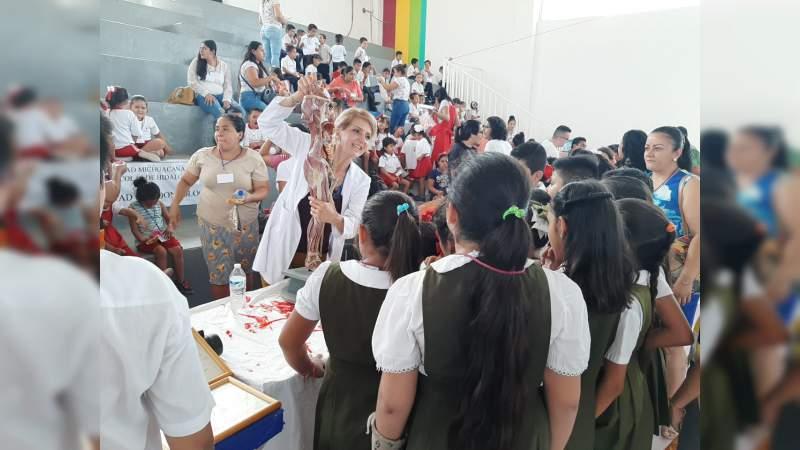 Más de 2 mil jóvenes asisten al festival de ciencia y tecnología de la UMSNH