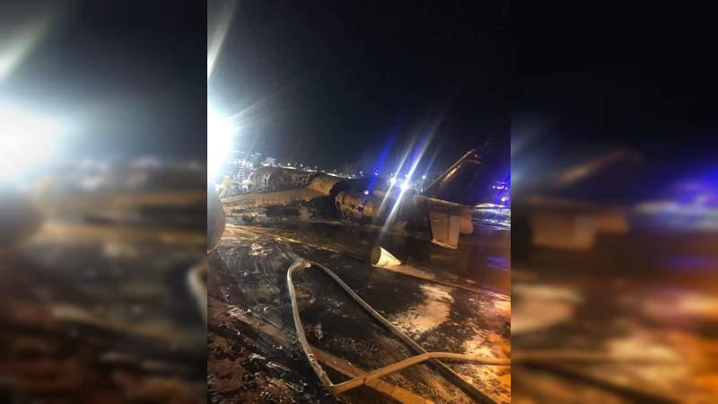 Avión con paciente de COVID-19 se estrella y mueren ocho personas en Manila, Filipinas