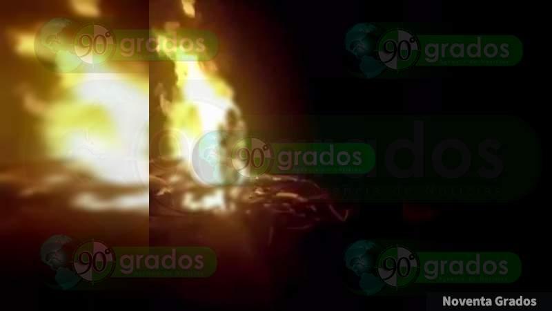 Continúa la guerra del narco en redes sociales: CJNG quema vivo a rival y lo graba, en los límites de Guerrero y Michoacán