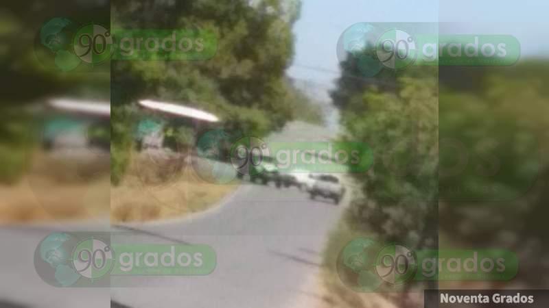 """Con bloqueos carreteros en Buenavista, Los Viagras intentan recuperar camiones """"monstruo"""" y detenidos en manos del Ejército; """"El Gordo"""" Santana se encuentra en la zona"""