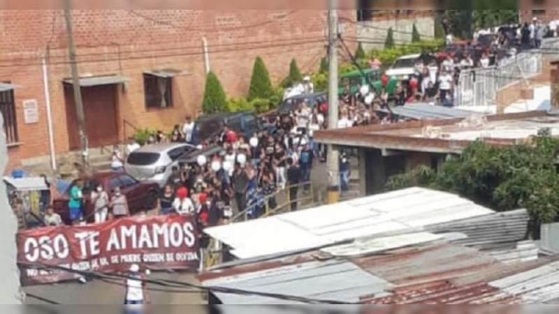 Por sepelio de presunto narcotraficante en Colombia, multitud viola cuarentena