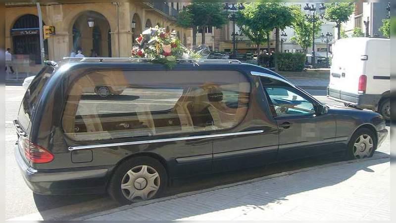 Abandonan a un muerto en coche fúnebre, el conductor sospechaba que murió a causa de coronavirus y huyó en República Dominicana