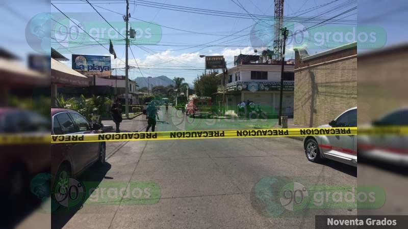 Atacan a balazos a un hombre en Uruapan, Michoacán