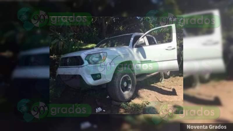 """Detienen a hombre con """"cuerno de chivo"""" y vehículos robados en Parácuaro, Michoacán"""