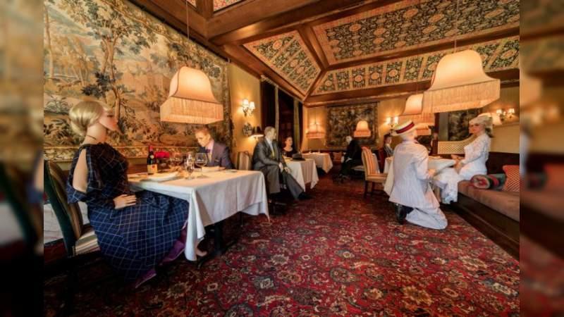 'The Inn' único Restaurante en EU que usa maniquíes para que el establecimiento no se vea tan solo