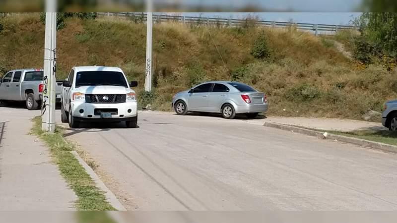 Localizan a dos ejecutados en un vehículo en Acapulco, Guerrero