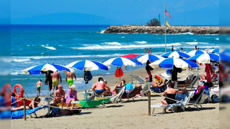 América y Europa comienzan a regresar a las playas tras el confinamiento