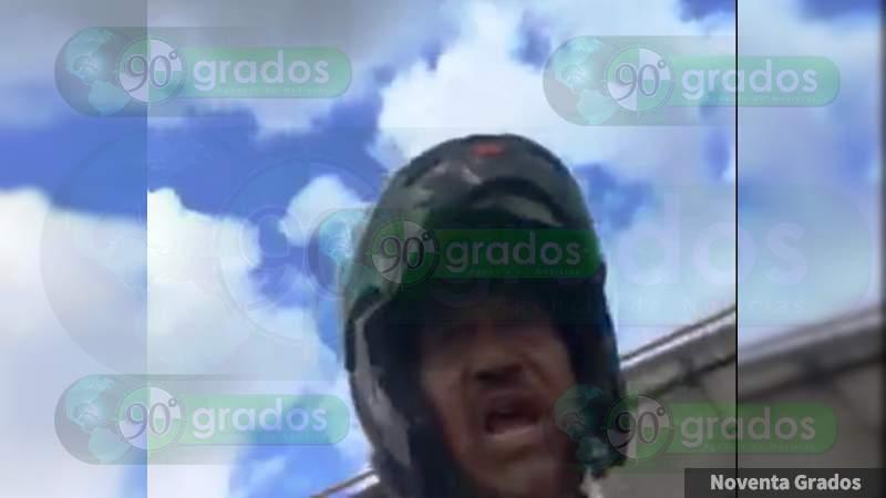 Agente de Tránsito de Michoacán golpea auto y lanza insultos homofóbicos contra conductor que impidió extorsión en Morelia