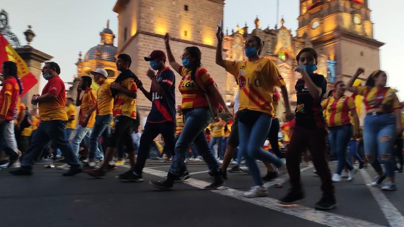 Por tercer día consecutivo, se manifiestan aficionados de Monarcas Morelia