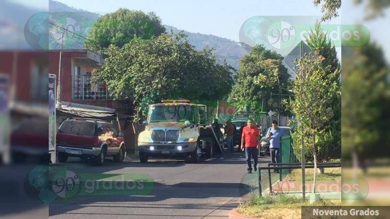 Robacarros son detenidos tras persecución y balacera en Uruapan, Michoacán