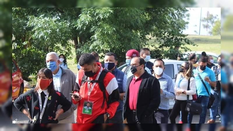 Pocos aficionados en las inmediaciones del Estadio Morelos