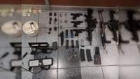 Detienen a cinco en León, Guanajuato con un arsenal y drogas