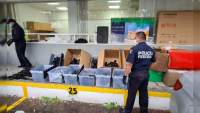 Detienen a dos hombres con 80 rifles de asalto en Maravatío, Michoacán