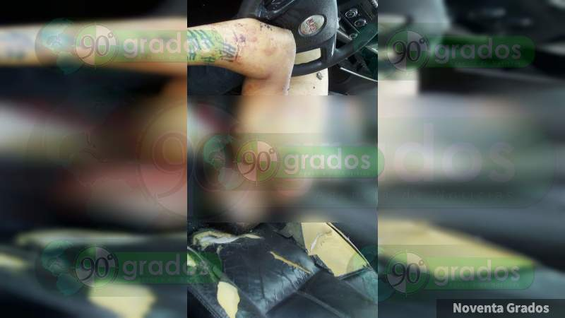 Abandonan camioneta con cuerpos en la carretera Buenavista - Tepalcatepec