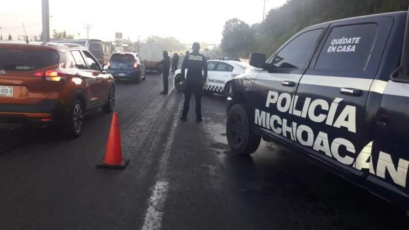 Normalistas bloquean la carretera Morelia-Pátzcuaro