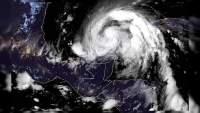 """Se degrada """"Zeta"""" de huracán se convierte en tormenta tropical"""