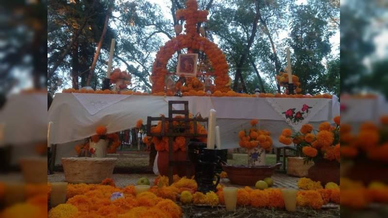 Las tradiciones de Noche de Muertos tienen más de espectáculo y folklore que de cosmovisión y ritual