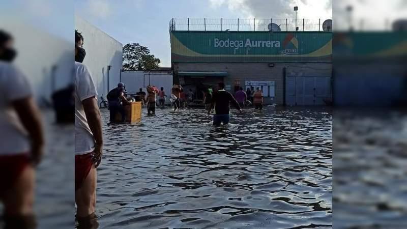 Reportan saqueos de negocios y comercios por damnificados en Villahermosa