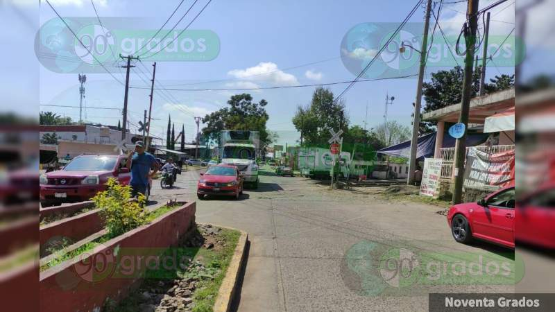 Profesores de la CNTE se apoderan de vehículos en Uruapan
