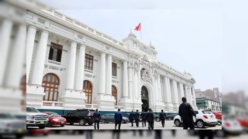 Congreso de Perú aún no decide quién será el nuevo presidente