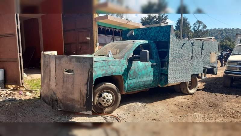 Detienen en Salvador Escalante, Michoacán a seis personas, aseguran autos, armas y destruyen un narcocampamento