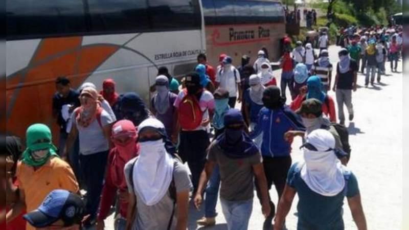 Expulsan a 15 normalistas por actos vandálicos y de violencia, anuncia la Secretaría de Educación de Michoacán