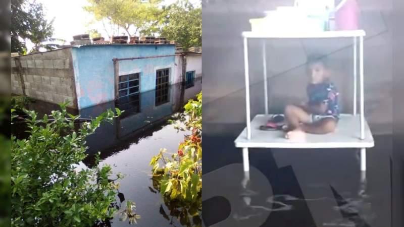 Pobladores de comunidades en Macuspana, la tierra de AMLO, inundados y sin ningún tipo de ayuda, acusan en redes sociales