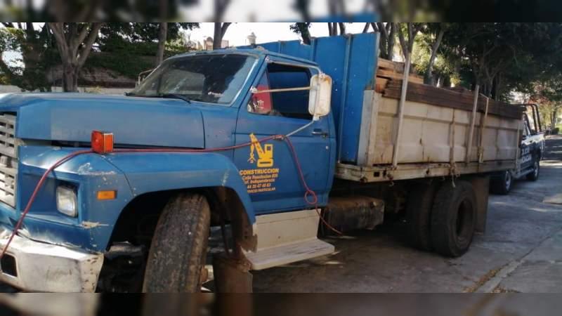 Asegura 4 mil litros de combustible presuntamente robado, en la carretera Morelia - Salamanca