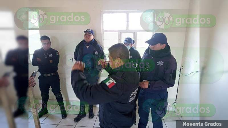 Estudiantes y pobladores retienen a 5 policías en Nahuatzen: Exigen liberación de 66 normalistas presos en Mil Cumbres
