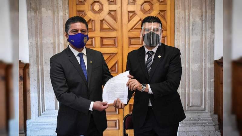 Recibe presidencia del Congreso del Estado informe de Compromisos de la UMSNH con el Legislativo michoacano