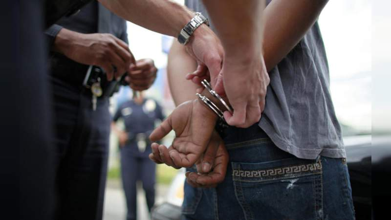 """Detienen a 32 personas en """"fumatón"""" de marihuana en Morelia"""