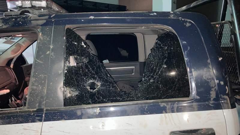 5 patrullas dañadas y 5 agentes heridos al disolver jaripeo en Morelia