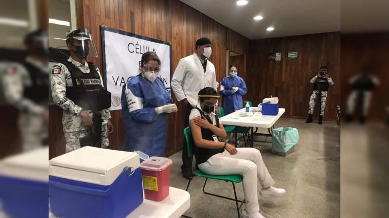 Inicia en Michoacán vacunación al personal de atención directa a pacientes de coronavirus