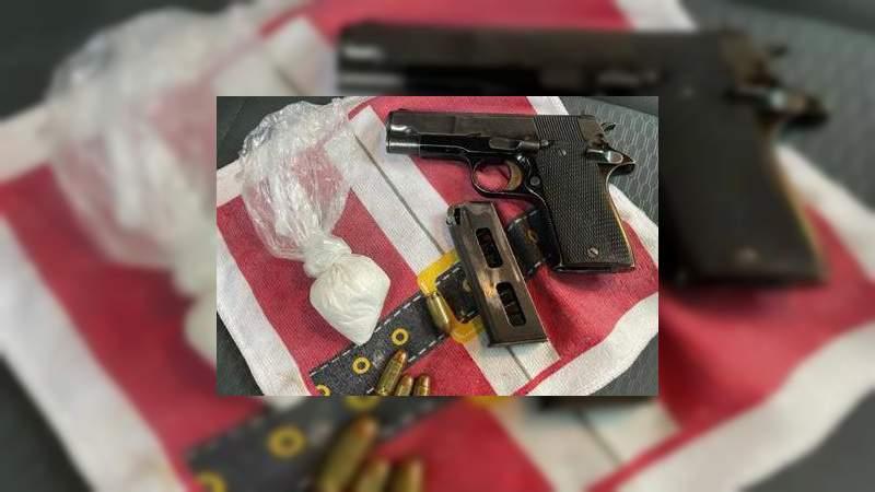 Detienen a dos hombres en poder de un arma y droga, en Morelia