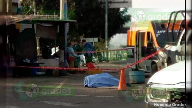 Muere mujer en plena vía pública en Morelia, Michoacán; dicen que fue por Covid