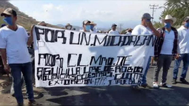 Se levantan presuntos autodefensas en Aguililla: Exigen alimentos y atención médica