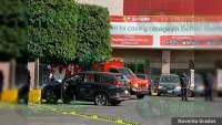 Acribillan a chofer de una lujosa camioneta, en el estacionamiento de Soriana La Pinera, Uruapan