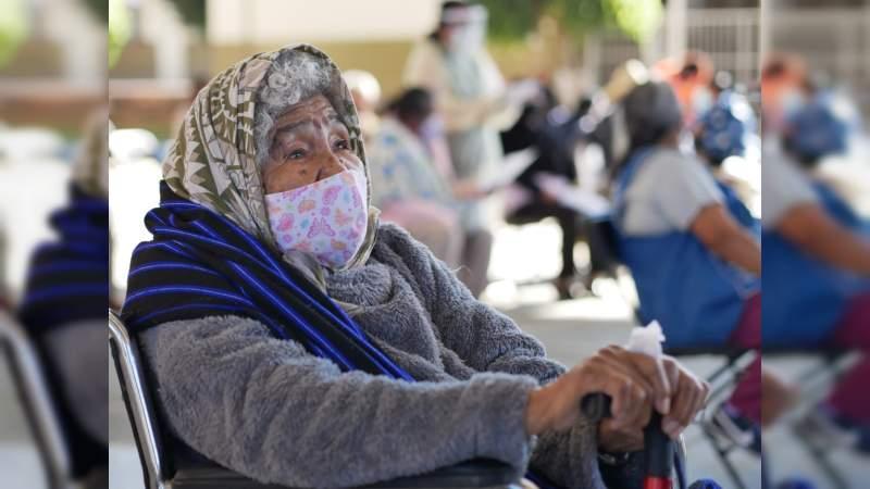 Llegan esta semana más vacunas para salud y adultos mayores a Michoacán