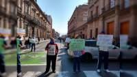Sindicalizados de la Universidad Michoacana se manifiestan para exigir sus pagos atrasados