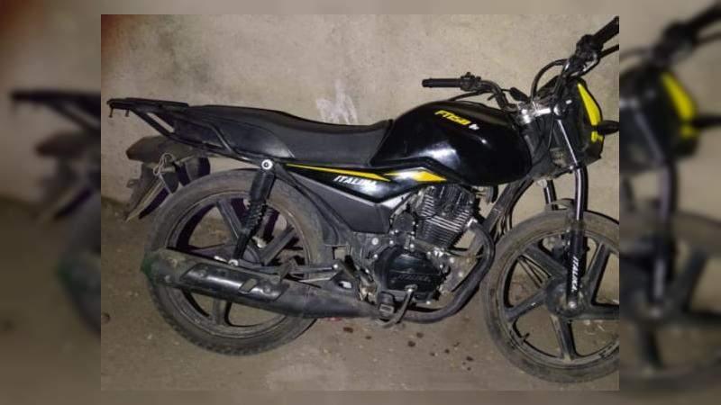 En Apatzingán, Michoacán, detienen a sujeto con motocicleta robada, municiones y droga