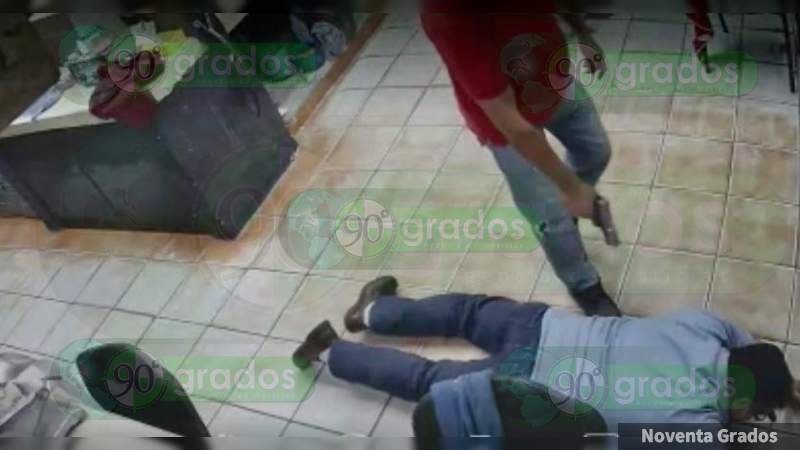 A punta de pistola asaltan consultorio en Morelia, Michoacán