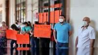 En Apatzingán, Michoacán propietarios de giros rojos toman la tesorería y exigen que se les deje trabajar de forma normal