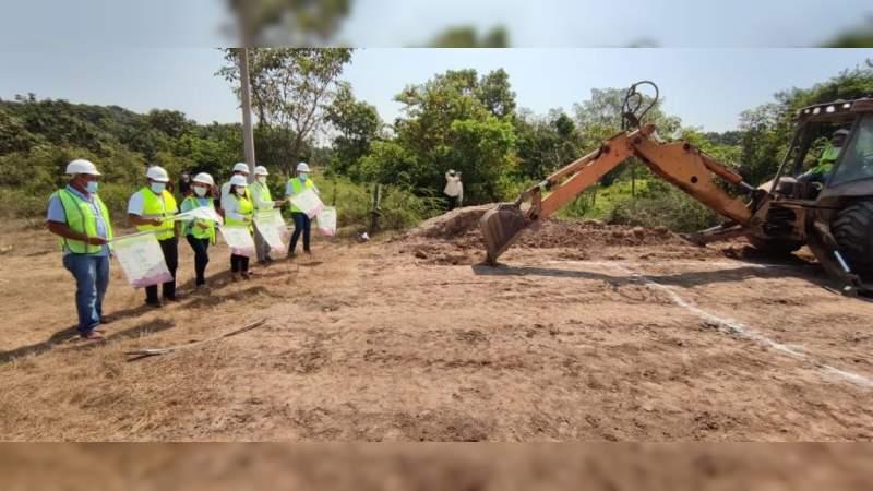 Inician construcción de aula en zona de alta marginación