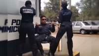 """Policías de Michoacán hacen TikTok al ritmo de """"Pollo y Conejo"""" del Cartel de Santa"""