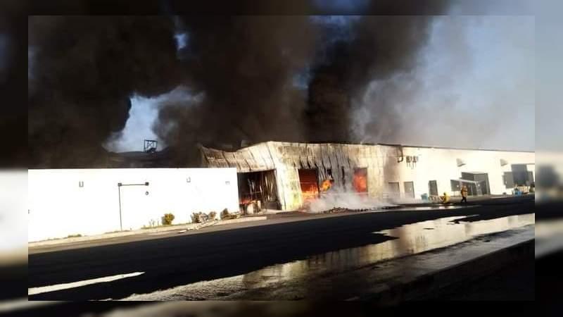 Se incendia negocio de citrojugos en Apatzingán, Michoacán