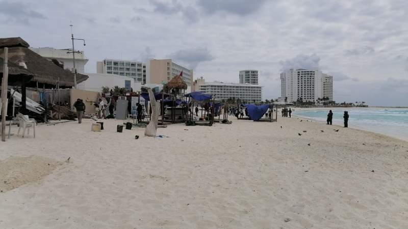 En playa Gaviotas de Quintana Roo retiran material del Hotel Mándala que invadia zona federal