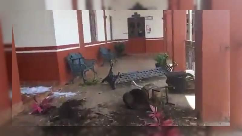 Habitantes de Santa Fe de La Laguna retienen a Síndico y policías de Quiroga