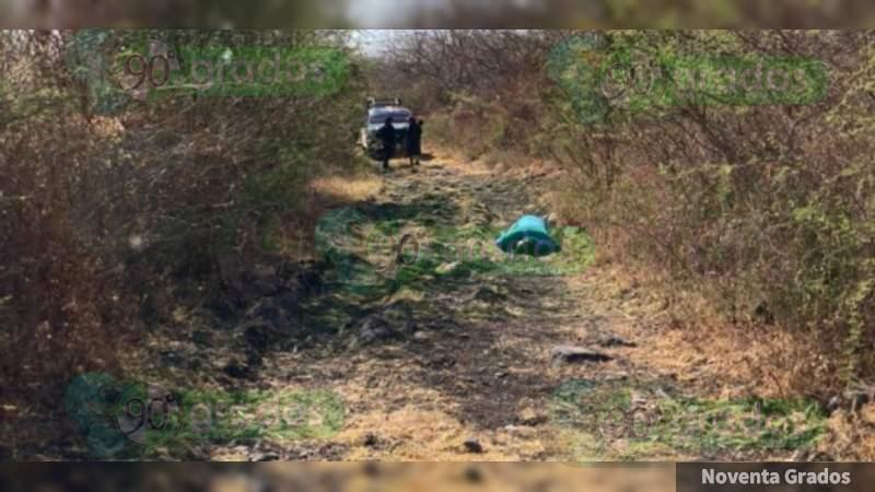 """Hallan a ejecutado en Zamora, Michoacán; le dejaron """"narcomensaje"""""""