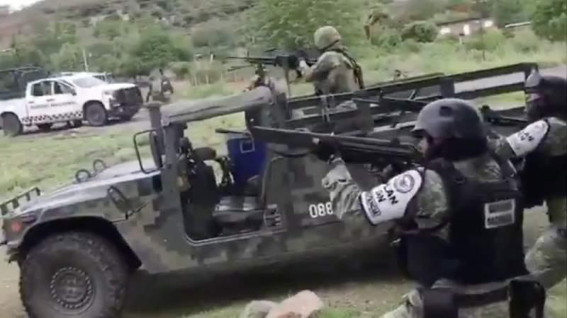 Criminales atacan con drones a personal de la SSP en El Aguaje, Michoacán